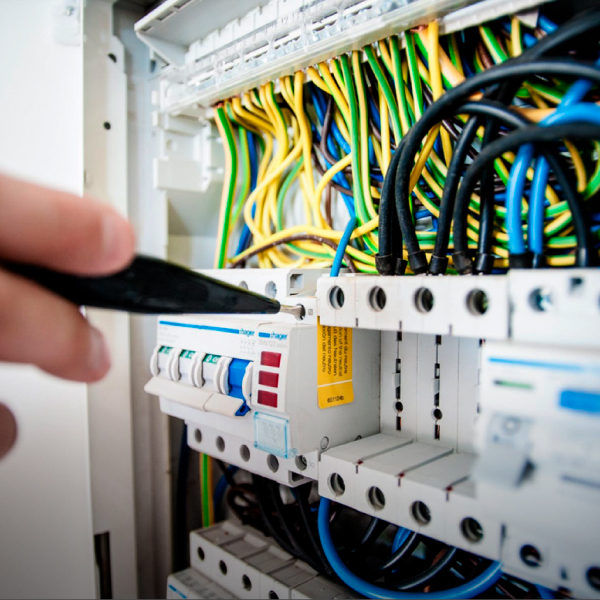Mantenimiento-a-Tableros-e-Instalaciones Eléctricas